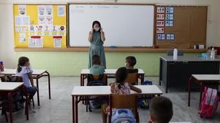 Κορωνοϊός: Τα «θολά» μηνύματα για τα σχολεία και η ξεχασμένη οδηγία Μητσοτάκη