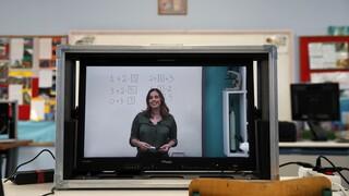 Σχολεία: Επιστροφή στην τηλεκπαίδευση για μαθητές γυμνασίων και λυκείων