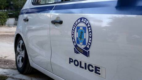 Μενίδι: Σφαίρα καρφώθηκε στον ουρανό ταξί – Κινδύνεψαν οδηγός και πελάτης