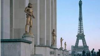 Παρίσι: Οι ήρωες της ποπ κουλτούρας «ενσωματώνονται» σε μεγάλα μνημεία