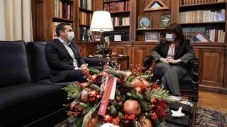 Τσίπρας σε Σακελλαροπούλου: Ανησυχώ για την εξέλιξη της πανδημίας