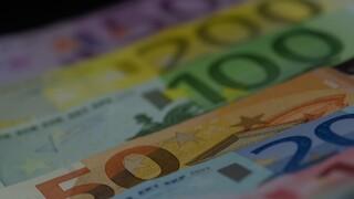 Επίδομα 400 ευρώ: Ποιοι οι δικαιούχοι και πότε θα το λάβουν