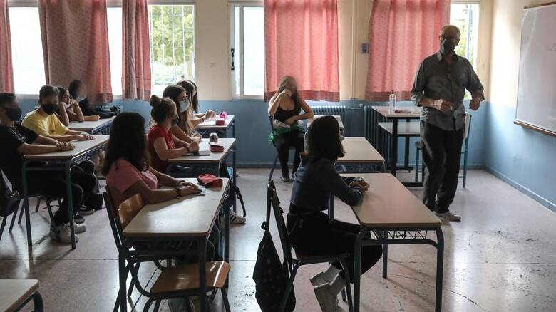 Σχολεία - Σαρηγιάννης: Να μείνουν κλειστά Γυμνάσια και Α' - Β' Λυκείου