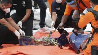 Τραγωδία στην Ινδονησία: Εντοπίστησαν σήματα από το μαύρο κουτί του αεροσκάφους;