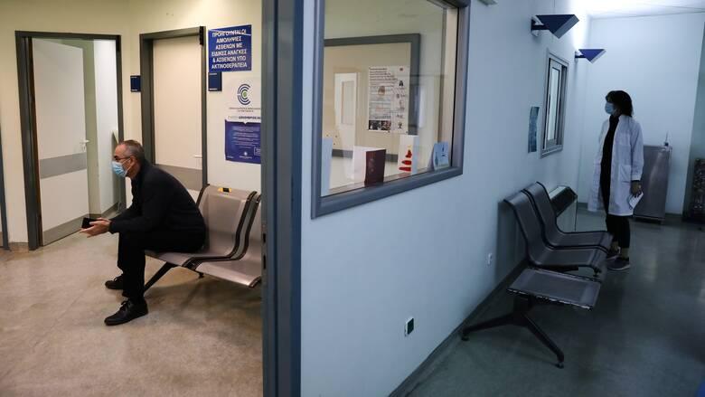 Κορωνοϊός-ΠΟΕΔΗΝ: Στους 20 οι νεκροί υγειονομικοί - Εντοπισμός κρουσμάτων σε θεραπευτήριο στη Βούλα