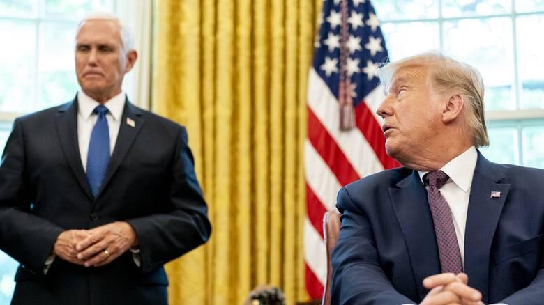 ΗΠΑ: Ο Πενς δεν έχει αποκλείσει την επίκληση της 25ης τροπολογίας για την καθαίρεση Τραμπ