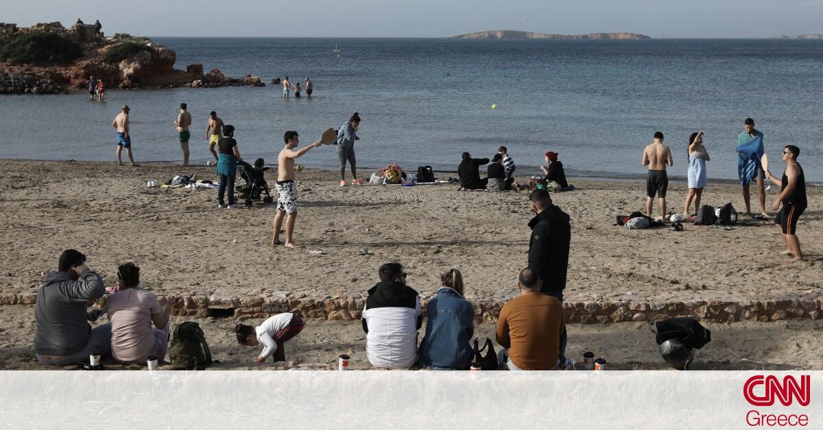 Πώς σχολιάζει το Reuters την «έξοδο» των Αθηναίων στις παραλίες