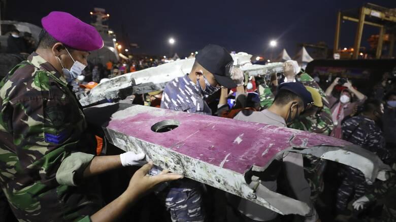 Τραγωδία στην Ινδονησία: Σήμερα η πρώτη απόπειρα για την ανάσυρση των μαύρων κουτιών του Boeing 737