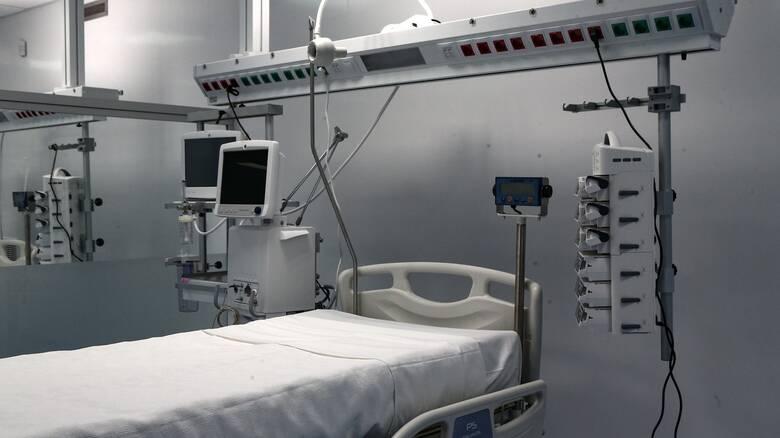 Έρευνα: Ασθενείς με Covid-19 στις ΜΕΘ εκδηλώνουν πολύ συχνότερα ντελίριο και κώμα