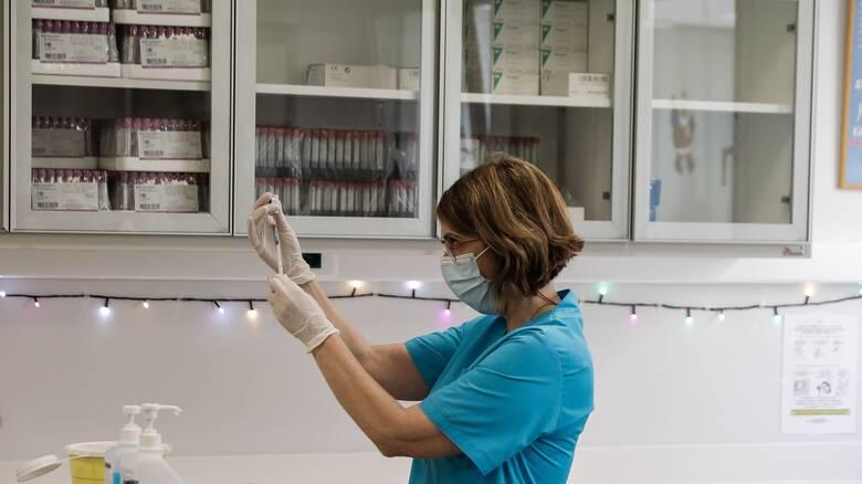 Κορωνοϊός: Τους 50.000 αγγίζουν οι εμβολιασμοί στη χώρα - Πώς κατανέμονται ανά περιοχή