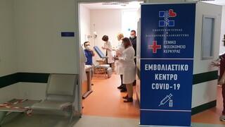 ΠΟΕΔΗΝ: Αυξάνονται οι εισαγωγές ασθενών με κορωνοϊό - «Όχι» στους εμβολιασμούς στα νοσοκομεία