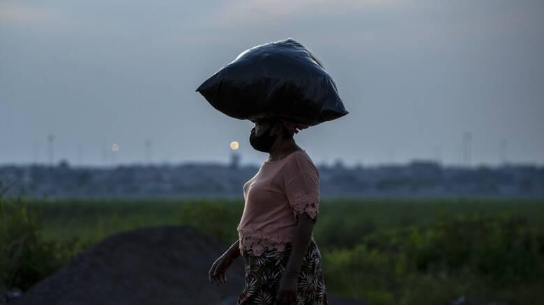 Κορωνοϊός - Ν.Αφρική: Η αστυνομία συλλαμβάνει αυτούς που δεν φορούν μάσκα