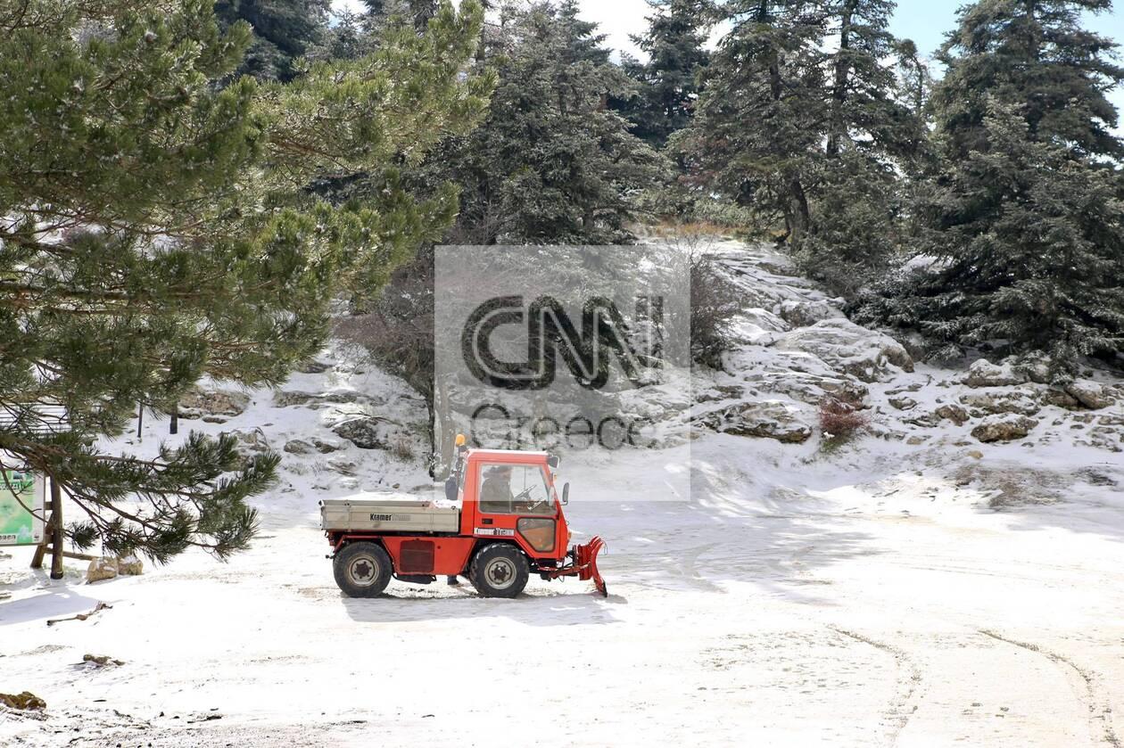 https://cdn.cnngreece.gr/media/news/2021/01/14/250514/photos/snapshot/xionia-parnitha-2.jpg