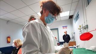 Κορωνοϊός - ΠΟΕΔΗΝ: Επικίνδυνο να αποτελέσουν εμβολιαστικά κέντρα τα παιδιατρικά νοσοκομεία