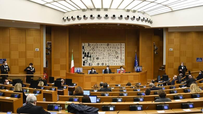 Ιταλία: Εν αναμονή της επόμενης κίνησης Κόντε - Τι δείχνουν οι δημοσκοπήσεις