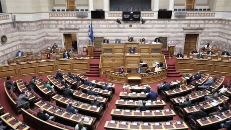 Βουλή: Η πρώτη σύγκρουση κορυφής για τον Covid-19 στο 2021