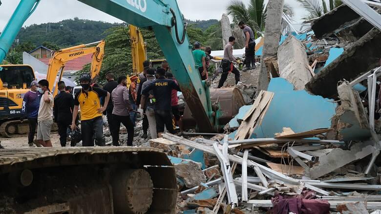 Ινδονησία: Τουλάχιστον 26 νεκροί μετά τα 6,2 Ρίχτερ - Κατέρρευσε νοσοκομείο