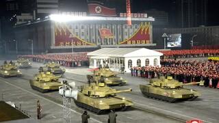 Βόρεια Κορέα: Παρουσίασε νέο βαλλιστικό πύραυλο σε στρατιωτική παρέλαση