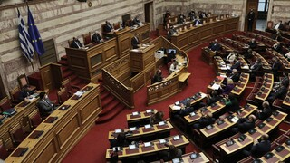 Lockdown: «Βολές» της αντιπολίτευσης για την αύξηση του προστίμου στα 500 ευρώ