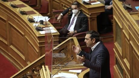 Βουλή: Το πρόστιμο, το λιανεμπόριο, τα επιχειρήματα Μητσοτάκη - Τσίπρα