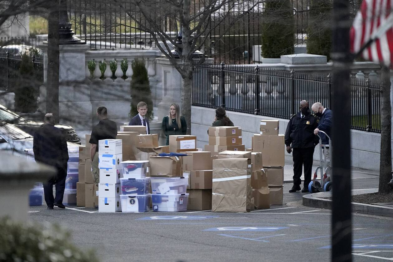 https://cdn.cnngreece.gr/media/news/2021/01/16/250763/photos/snapshot/metakomisi-trump-3.jpg