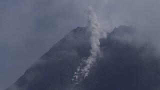 Ινδονησία: Έκρηξη του ηφαιστείου Σεμέρου - Τέφρα εκτοξεύτηκε σε ύψος 5 χιλιομέτρων