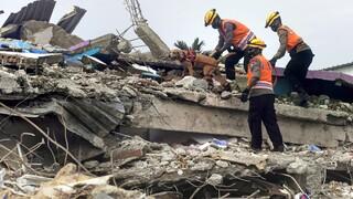 Σεισμός Ινδονησία: 56 νεκροί, 826 τραυματίες και 10.000 άστεγοι
