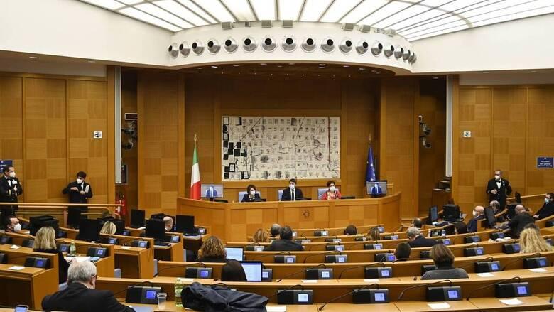 Στελέχη του κόμματος Ρέντσι: Αν θέλει ο Κόντε μπορούμε να βρούμε λύση μέσα σε δύο ώρες