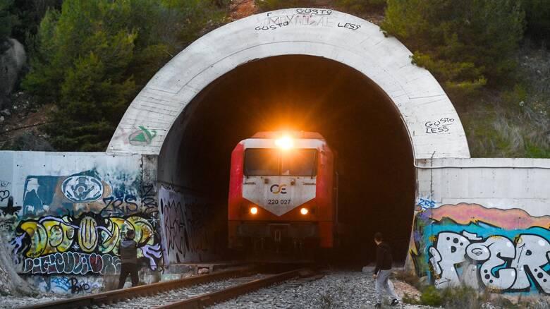 Βέροια: Περιπέτεια για επιβάτες τρένου - Η αμαξοστοιχία προσέκρουσε σε βράχια