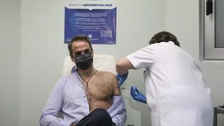 Επιχείρηση «Ελευθερία»: Τη δεύτερη δόση του εμβολίου έκαναν Μητσοτάκης - Σακελλαροπούλου