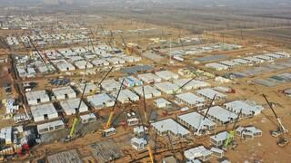 Κορωνοϊός: Η Κίνα κατασκεύασε τεράστιο κέντρο καραντίνας στο Πεκίνο για να «πνίξει» νέα εστία