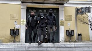 Ξυλοδαρμός σταθμάρχη: Ελεύθεροι με περιοριστικούς όρους οι ανήλικοι κατηγορούμενοι