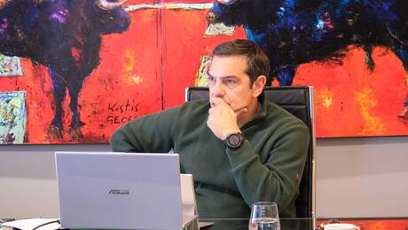 Tσίπρας: Η κυβέρνηση μειώνει εισακτέους και καθηγητές στα ΑΕΙ και προσλαμβάνει αστυνομικούς