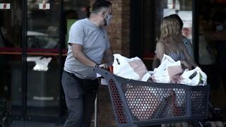 Ανοιχτά καταστήματα και σούπερ μάρκετ την Κυριακή