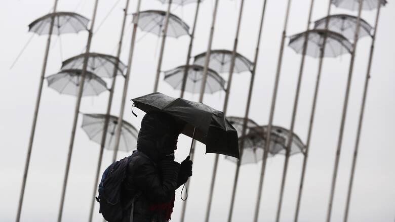 Καιρός: Βροχές, χιονοπτώσεις στα ορεινά και «τσουχτερό» κρύο