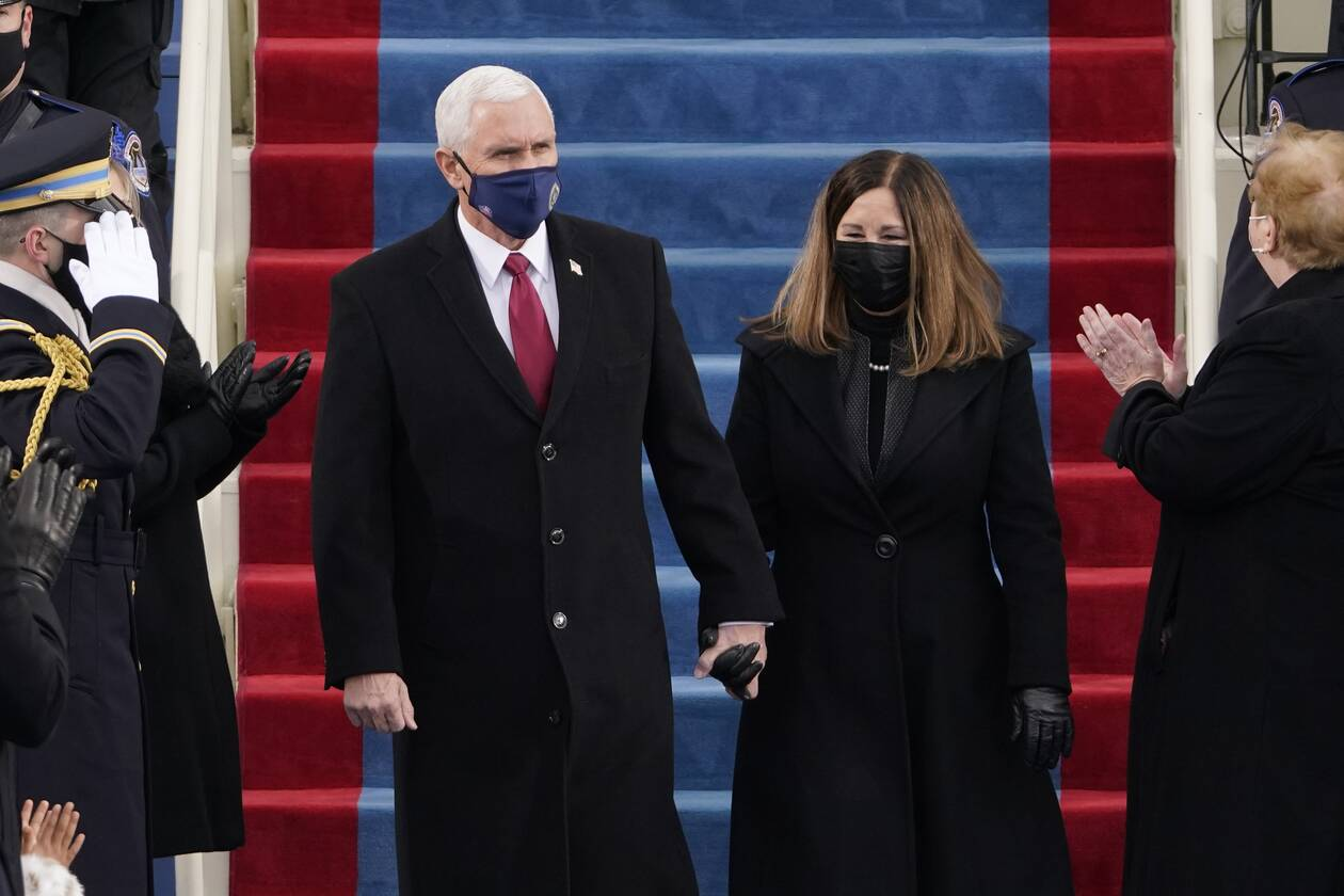 https://cdn.cnngreece.gr/media/news/2021/01/20/251352/photos/snapshot/biden-asdsdad54545.jpg