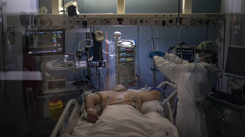 Κορωνοϊός: Όσο μεγαλύτερη η πληρότητα σε μία ΜΕΘ τόσο αυξάνεται ο κίνδυνος θανάτου ενός ασθενούς
