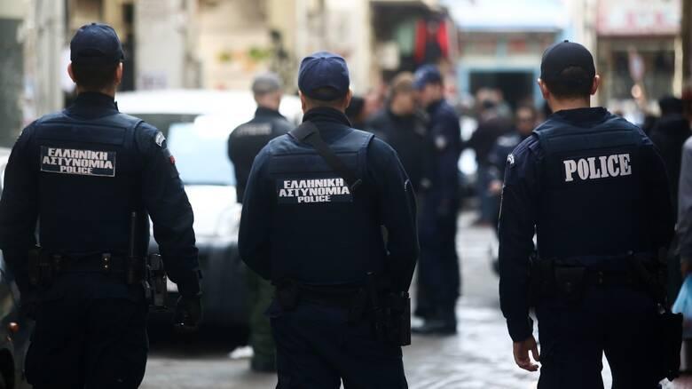 Κορωνοϊός: Πάνω από 900 αστυνομικοί έχουν εμβολιαστεί με αδιάθετες δόσεις