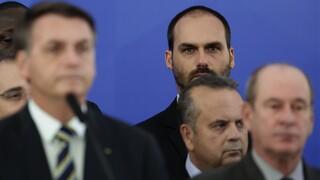 Βραζιλία: Ο γιος του Μπολσονάρου θα αποζημιώσει δημοσιογράφο για «προσβολή της τιμής της»