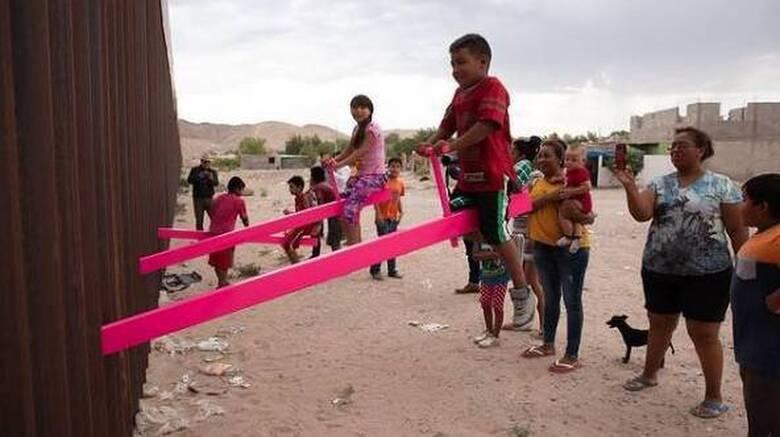 Design of the Year 2020 οι ροζ τραμπάλες στον «φράχτη» ΗΠΑ - Μεξικού