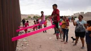Design of the Year 2020, οι ροζ τραμπάλες στον «φράχτη» ΗΠΑ-Μεξικού