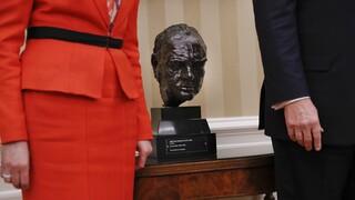 Ένας Τσόρτσιλ στο Λευκό Οίκο: Η αλλαγή Μπάιντεν στο Οβάλ Γραφείο που «ξύπνησε» μνήμες
