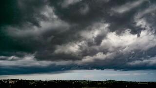 Έκτακτο δελτίο επιδείνωσης καιρού: Κακοκαιρία σε δύο «κύματα» με καταιγίδες, ανέμους και χιόνια