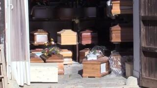 Αποκαρδιωτικές εικόνες: Γεμάτα τα νεκροταφεία στο Παλέρμο - Εκατοντάδες φέρετρα... στοιβαγμένα