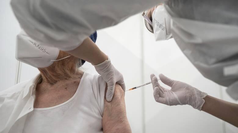Κορωνοϊός: Άνοιξε η πλατφόρμα εμβολιασμού για τους πολίτες 80 έως 84 ετών