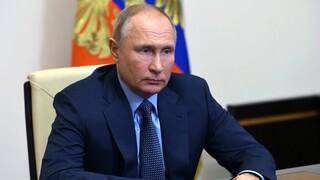 Ρωσία: Ο Πούτιν καταργεί το όριο ηλικίας στο δημόσιο - Πού αποσκοπεί