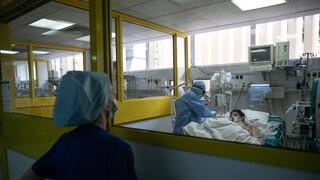 Κορωνοϊός: «Ναι» στην κολχικίνη ως θεραπεία από την Επιτροπή Εμπειρογνωμόνων