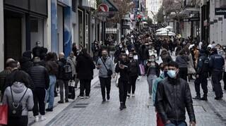 Κορωνοϊός - Γώγος: Προβληματίζουν οι ουρές έξω από τα καταστήματα