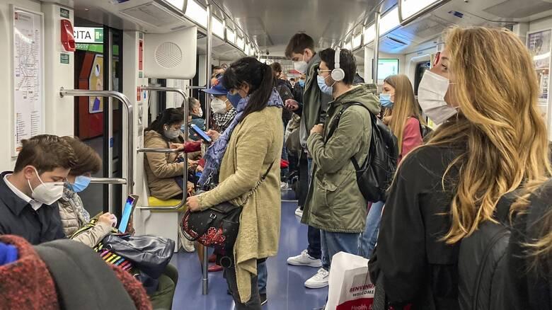 Κορωνοϊός - Γαλλία: «Μην μιλάτε μέσα στα μέσα μαζικής μεταφοράς» συνιστούν οι γιατροί