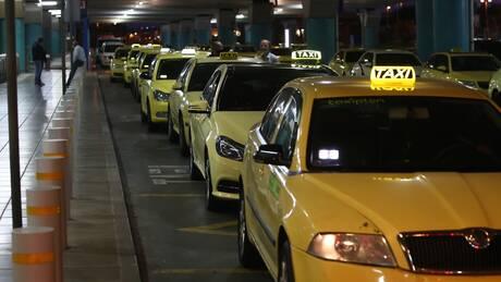 Κορωνοϊός - ΠΟΕΙΑΤΑ: Μέτρα στήριξης ζητούν οι επαγγελματίες ταξί